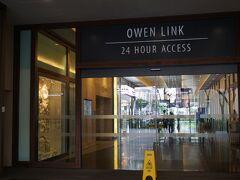 この入口を入るとすぐ左側がホテルの入口です。