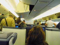7:10頃、ヒューストン空港に着陸。 7:20頃、ターミナルDのゲートに到着して降機です。