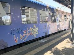 そうこうしているうちに次の列車が来まし…って、わー!すごいラッピングされてるー!?  石川県が舞台のアニメだそうです。  車内もアニメ一色。お客さんがいたので写真は撮ってませんが声優さんのサインまでありました。 とても綺麗で新しい車両で、ディーゼル車の常識を覆されました。