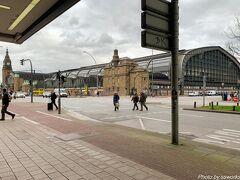 ハンブルク最終日はICEでフランクフルトに移動です。 ハンブルク中央駅を反対側から撮影しましたが、結構大きな駅であることを再確認