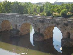 ローマ橋は建設から2000年を経過していますが、今も現役の歩行者専用橋です。