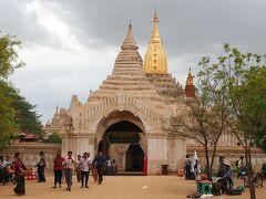 続いてANANDA PHAYAへ。 こちらも入るひとよりも変える人のほうが多くて、昼間はツアー観光客がひしめき合っていたけどこの時間は地元の人の姿が目立っていた。