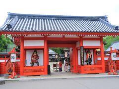 時代村到着!  入口に仁王像…じゃなくて伊達政宗と片倉小十郎がいらっしゃる。