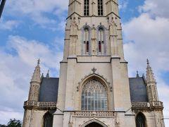 次に訪れたのが『聖バーフ大聖堂』 (Sint Baafskathedraal)でした。  12世紀に建造が開始され、400年近くかけて16世紀完成。16世紀に洗礼者ヨハネ教会から聖バーフ大聖堂へと名前を変えました。ゲントの守護聖人は聖ヨハネで、聖バーフはゲントの地主で、後に修道士になった人物だそうです。