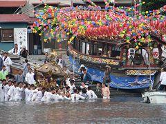 その頃、港の東側では貴船神社のお神輿が海に入っていきます!?