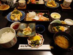 この日は境港のお食事処 日本海で友人と食事。すごいボリュームだ…