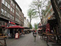 一度友人宅へ向かい荷物を置いて、デュッセルドルフの旧市街へ。