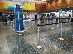 ダニエル K イノウエ国際空港 ボーディングパスは成田で受け取ってるので、セキュリティチェックに行けばいいのですが、どこがどこなのか分かりにくい ここに限らずアメリカの空港って分かりづらい気がする