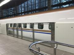 18時30分頃に金沢駅に到着しました。  一直線に新幹線の乗り換え改札を通過し、大混雑のコンビニで夕食をゲット。18時47分発の新幹線に間に合いました。乗り換え時間が15分しかなくて焦ってたのですが、動線がスムーズで助かりました~。