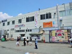 まずは、笛吹市にある桔梗屋の工場を訪れました。