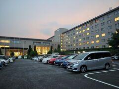 ホテルは八ヶ岳の麓、北杜市大泉地区にある「ロイヤルホテル八ヶ岳」へ。 ダイワロイヤルホテルのグループのホテルのひとつです。
