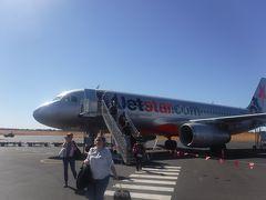 関西国際空港からカンタス航空でシドニーへ、 さらにジェットスターに乗り継いでエアーズロック空港へやってきました。