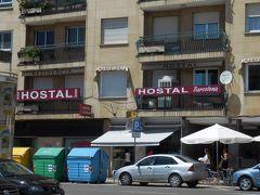 ホスタル・バルセロナはバスターミナルから旧市街に向かうちょうど中間、旧市街を囲む環状道路沿いにありました。