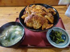 駅前の食堂で昼食に豚丼(850円)。豚肉たっぷりでした。