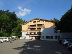 約1時間35分で本日の宿「トムラウシ温泉国民宿舎東大雪荘」に到着
