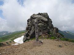 化雲岳(標高1954m)に登頂し、しばし休憩。
