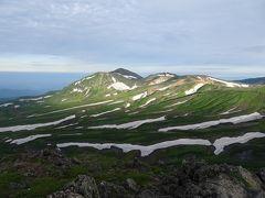 白雲岳山頂(標高2230m)からは残雪の旭岳方面が絶景♪