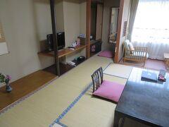 旅館の送迎車で到着 旅亭 山の井 和室 客室