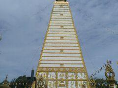 翌日はまずソンテウに乗ってホテルの方お勧めのインド式のお寺 ワットプラタートノーンプアを参拝しました。