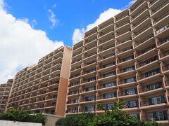 今回、旅の最後に選んだのは、カフー リゾート フチャク コンド・ホテル。3年くらい前に1人旅でとても気に入って、「今度は夫婦で泊まりたい!」と思っていました。施設も部屋も落ち着いた雰囲気で、高台からの眺望が素晴らしい素敵なホテルです。