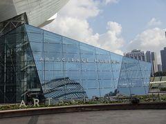 アートサイエンスミュージアムに到着。開館まで時間がありましたので、サンズで涼みました。
