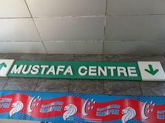 クラークキー界隈を散策したのち、MRTでリトルインディアへ。ムスタファセンターでお土産などを調達しました。