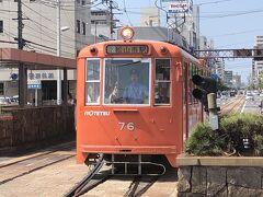 レトロな路面電車で松山城へ。