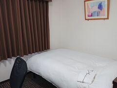 ホテルアルファーワン都城にチェックイン。お部屋は狭めですが、清潔で快適です。