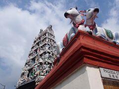 チャイナタウンにヒンドゥー教の寺院がありました。 スリ・マリアマン寺院。