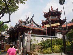 チャイナタウンの隣のテロックエア駅から徒歩数分 シアンホッケン寺院へ。