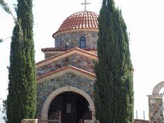 諸聖人教会(Αγιοι Πάντες)  スタヴロヴーニ修道院(Ιερά Μονή Σταυροβουνίου)入口の手前にある小さな教会です。こちらは女性も入ることができます。   スタヴロヴーニ修道院:https://en.wikipedia.org/wiki/Stavrovouni_Monastery スタヴロヴーニ修道院:http://larnakaregion.com/directory/product/stavrovouni-monastery-