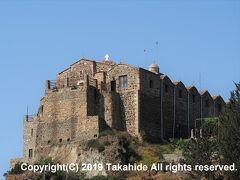 スタヴロヴーニ修道院(Ιερά Μονή Σταυροβουνίου)  コンスタンティヌス大帝(Κωνσταντίνος ? Μέγας)の母、聖ヘレナ(?γία ?λένη)により327年頃に建立された世界でも最古の修道院の一つです。「スタヴロヴーニ(Σταυροβουνίου)」とは、「十字の(Σταυρός)山(βουνό)」を意味しています。 19世紀末にアトス(Όρος Άθως)からの修道士によって再開されたため、女人禁制・内部撮影禁止です。   コンスタンティヌス大帝:https://ja.wikipedia.org/wiki/%E3%82%B3%E3%83%B3%E3%82%B9%E3%82%BF%E3%83%B3%E3%83%86%E3%82%A3%E3%83%8C%E3%82%B91%E4%B8%96 聖ヘレナ:https://ja.wikipedia.org/wiki/%E8%81%96%E3%83%98%E3%83%AC%E3%83%8A アトス:https://ja.wikipedia.org/wiki/%E3%82%A2%E3%83%88%E3%82%B9%E8%87%AA%E6%B2%BB%E4%BF%AE%E9%81%93%E5%A3%AB%E5%85%B1%E5%92%8C%E5%9B%BD 修道士:https://ja.wikipedia.org/wiki/%E4%BF%AE%E9%81%93%E5%A3%AB