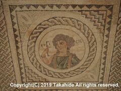 クリオン(Κούριον)  4世紀のモザイクが残るエウストリオスの家(Η Οικία Ευστολίου)です。   クリオン:https://www.visitcyprus.com/index.php/en/discovercyprus/rural/sites-monuments/item/2402-kourion-archaeological-site クリオン:http://www.mcw.gov.cy/mcw/DA/DA.nsf/All/CB2E60AEDED0A248C225719B0038B505?OpenDocument クリオン:https://www.visitcyprus.com/index.php/en/discovercyprus/rural/sites-monuments/item/2403-kourion-mosaics?catid=0&cur_lang=en-GB モザイク:https://ja.wikipedia.org/wiki/%E3%83%A2%E3%82%B6%E3%82%A4%E3%82%AF エウストリオスの家:https://www.cyprus.com/listing/the-house-of-eustolius/
