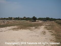 クリオン(Κούριον)  8人が競争できる187mのトラックが残る競技場(Το Στάδιο)跡です。   競技場跡:https://www.visitcyprus.com/index.php/en/discovercyprus/rural/sites-monuments/item/734-kourion-stadium