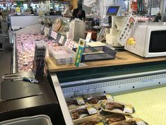 お魚の市場も良さそうなものが沢山あったけど、 真夏に新幹線で来てしまったので、今回は買えませんでした。  残念。  今度はここで食事しよう。