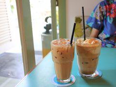 カフェで一休み。 マレーシアやシンガポールで飲まれている、練乳入りコーヒーと紅茶です。 コンデンスミルクなのか、スキムミルクを入れるかで、呼び名が変わるようです。  Privé ACM the http://www.theprivegroup.com.sg/index.php/prive-acm/menus
