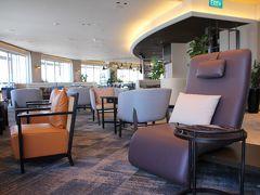 ラウンジ内部にはさまざまな椅子が用意され、目的に合った椅子を使うことができます。