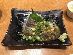 時間があるので、日本食にありつくため国内線ターミナルの和食レストランへ。  ごまさば、ひさしぶり~。