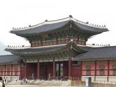 2日目。 2日目はHISの市内観光ツアーを利用しました。 景福宮です。世界遺産ではありませんが見る価値はあります。