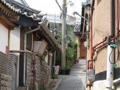 続いて北村韓屋村に来ました。ここは人が住む閑静な住宅街なので静かに観光する必要があります。