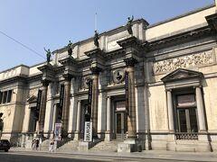 王立美術館の入り口付近 古典様式の宮殿の中にはフランドル派を中心とした15世紀から18世紀ごろの絵画が中心だそうです。 たくさんの美術館があるので美術品に興味のある方はこれで1日が必要になるかも?