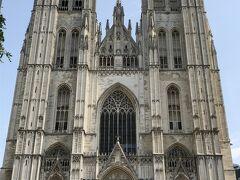サンミッシェル大聖堂は歴代王家が結婚式をしたり、戴冠式が行われるベルギーの中心的な大聖堂。鐘楼ができるまで焼く300年がかかったそうです。 無料で入場可能です。