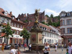 コルンマルクト広場からお城が見えます。