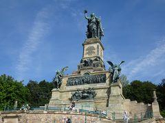 少し歩いて、展望台にある「ニーダーヴァルト記念碑」へ。 巨大です!