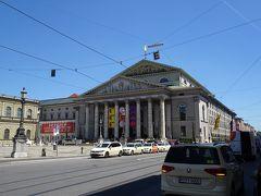 レジデンツの隣の「バイエルン国立歌劇場」 しかし、あまりの晴天で暑いー!