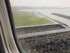 7月に入ってからも雨が続きますね。  羽田では曇りでしたが宮崎空港に着くと雨です。