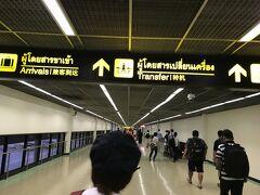 寝ていたら、タイ(DMK)ドンムアン空港に到着。思ったほど混雑していないけど、パスポートコントロールが少ないので入国にそれなりに時間がかかった。