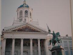 「聖ヤコブ教会」  ロワイヤル広場に面した聖ヤコブ教会 横に長い 大きな教会 国会議事堂のようだと思った。