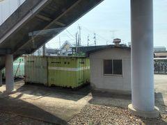いつの間にか愛媛県に入っていました。  紙のまち川之江  国鉄時代のコンテナのカラーリングに哀愁を感じる。
