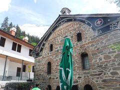 僧院前のパン屋。